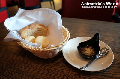 Complimentary bread at Sutra Restaurant and Bar