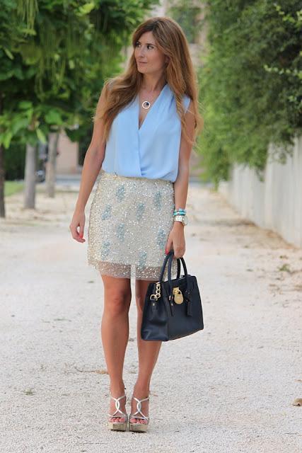 http://3.bp.blogspot.com/-1T6tCPgstb4/Uh3fivOAY5I/AAAAAAAALzI/-UdYt_npuws/s1600/look-outfit-street_style-falda_paillettes-michael_kors_bag-pura_lopez_shoes-a_trendy_life-melena_ondas_al_agua003.JPG
