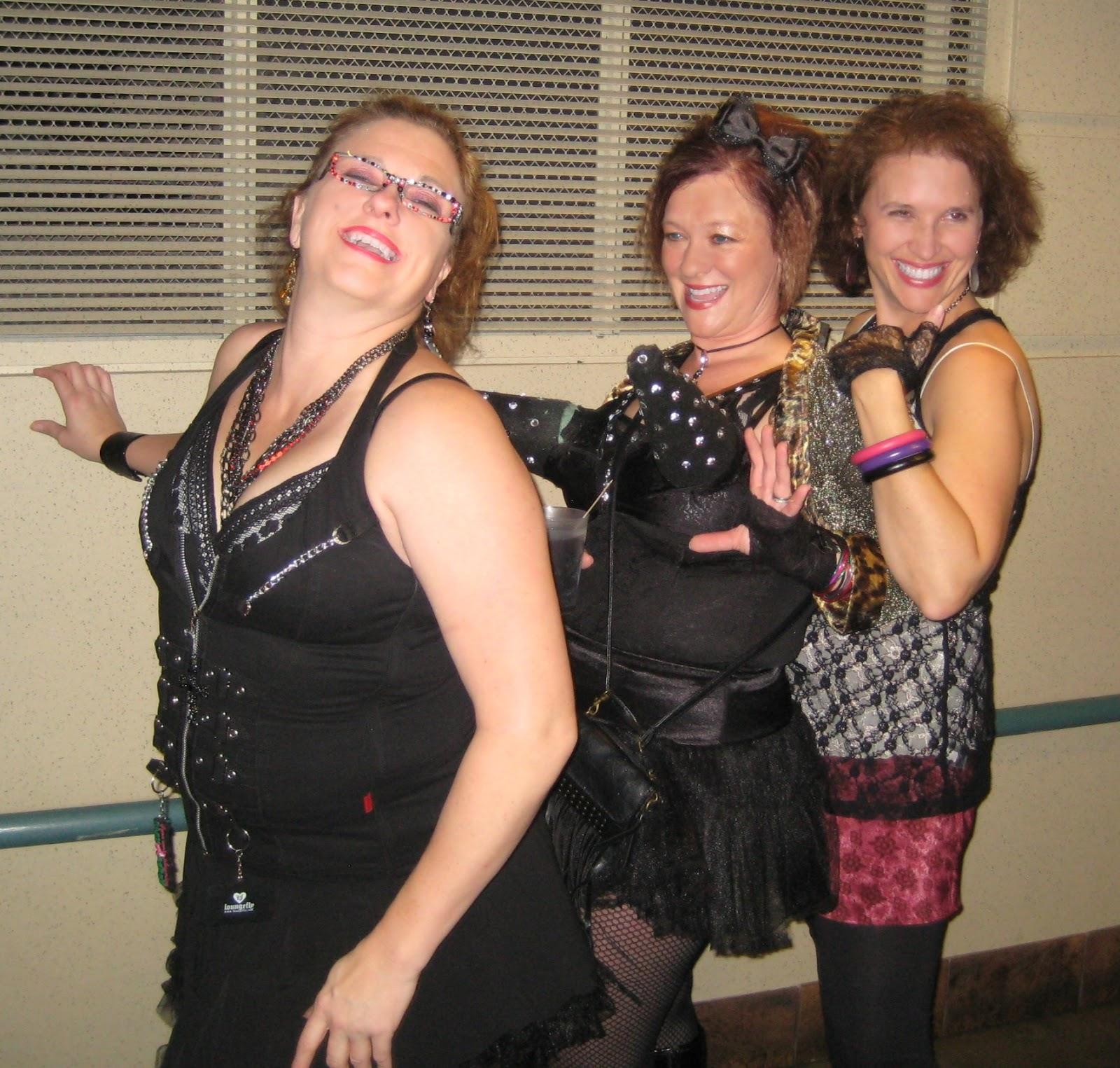 http://3.bp.blogspot.com/-1TDCBsn1vHY/ULT_VFxNMKI/AAAAAAAAo5M/LrHDtsqqpw8/s1600/Madonna+studded+cone+bra+concert+in+Minneapolis+picture.jpg