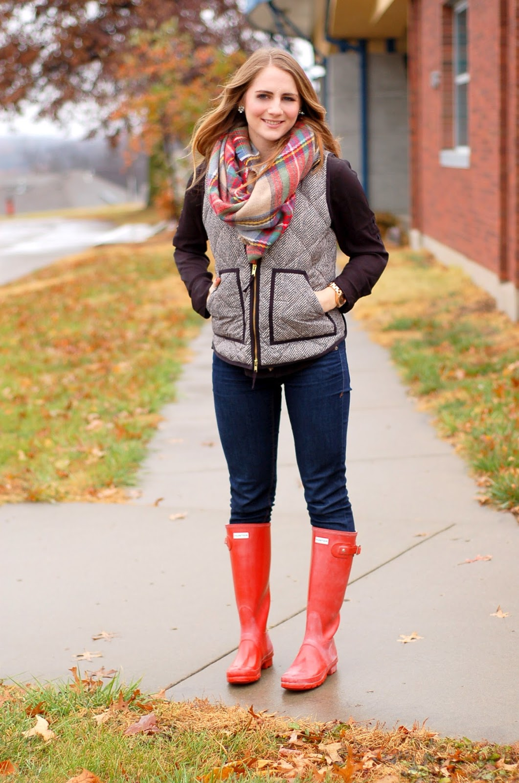 red hunter rainboots outfit idea
