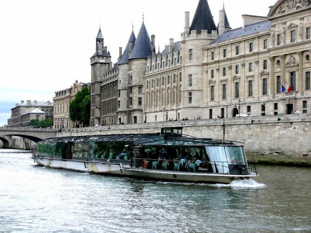 Peluang melancong secara percuma ke negara eropah, london dan paris dengan bisnes premium beautiful corset on seine river boat