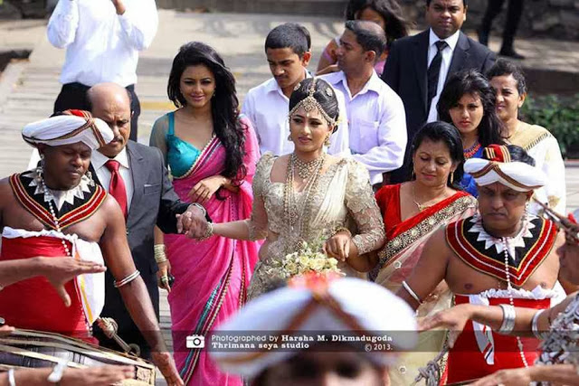 http://picture.gossiplankahotnews.com/2013/12/sheshadri-priyasads-wedding-day.html