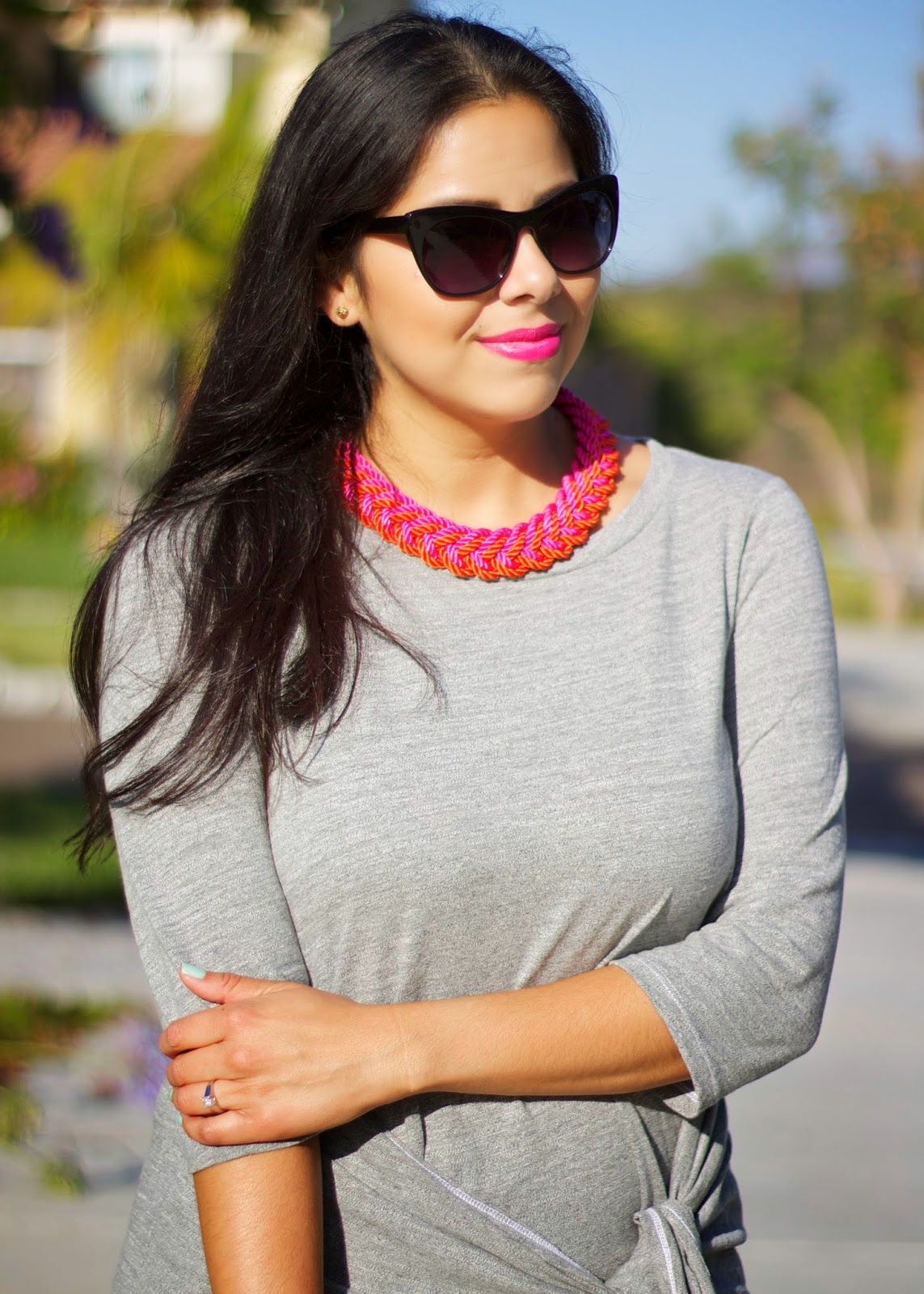 hot pink statement necklace, how to wear a pink statement necklace, how to wear statement necklace