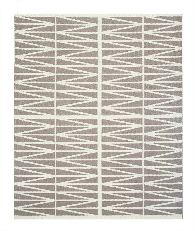 Helmi Plastic Woven Rug in brown