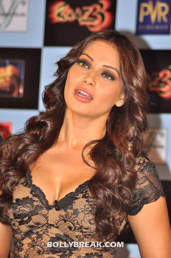 Bipasha Basu Looking Hotin Black dress at First trailer launch of 'Raaz 3'