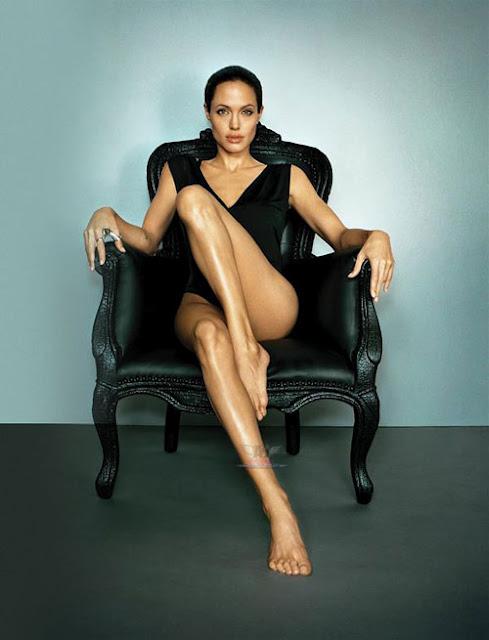 Sexy leg actress