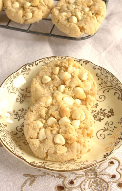 White Chocolate Chip Coconut Cookies - crisp edges, chewy centres and oly one bowl needed