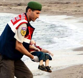 garoto simbolo da maior crise de refugiados desde a 2ª guerra