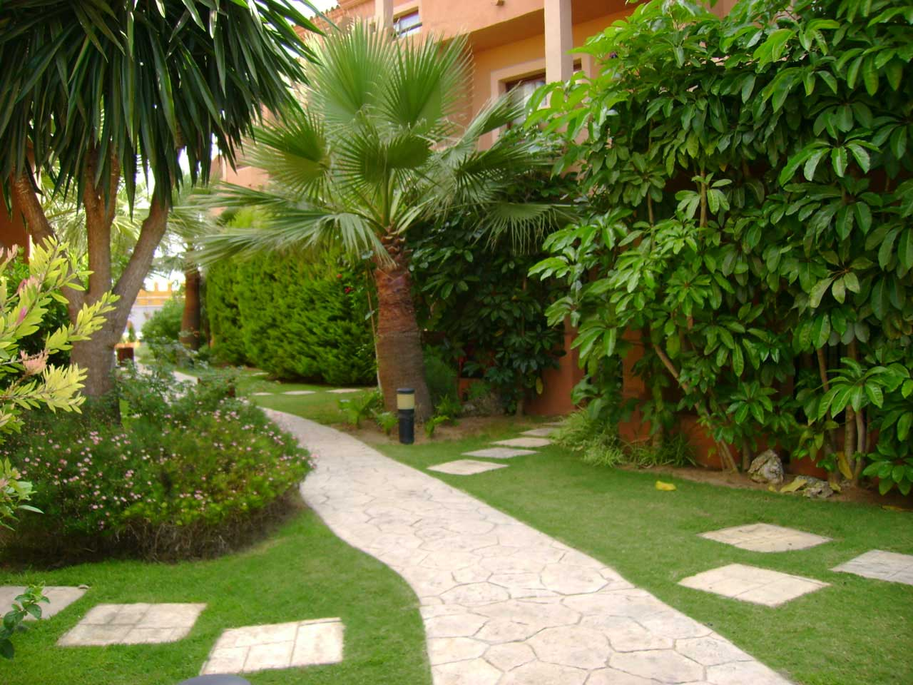 Arte y jardiner a jardiner a ecol gica for Figuras para jardines