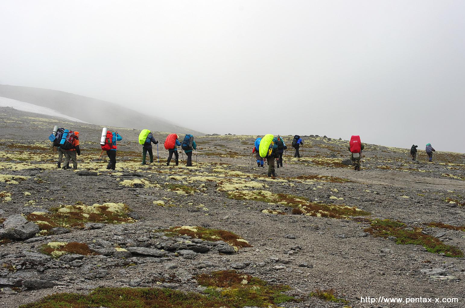 Группа туристов в высокогорной хибинской тундре