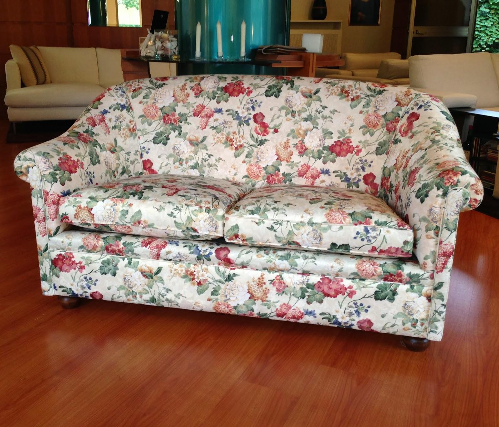 Un divano chesterino in tessuto tino mariani - Divano 2 posti piccolo ...