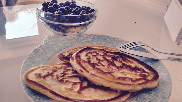 pancakes blueberries