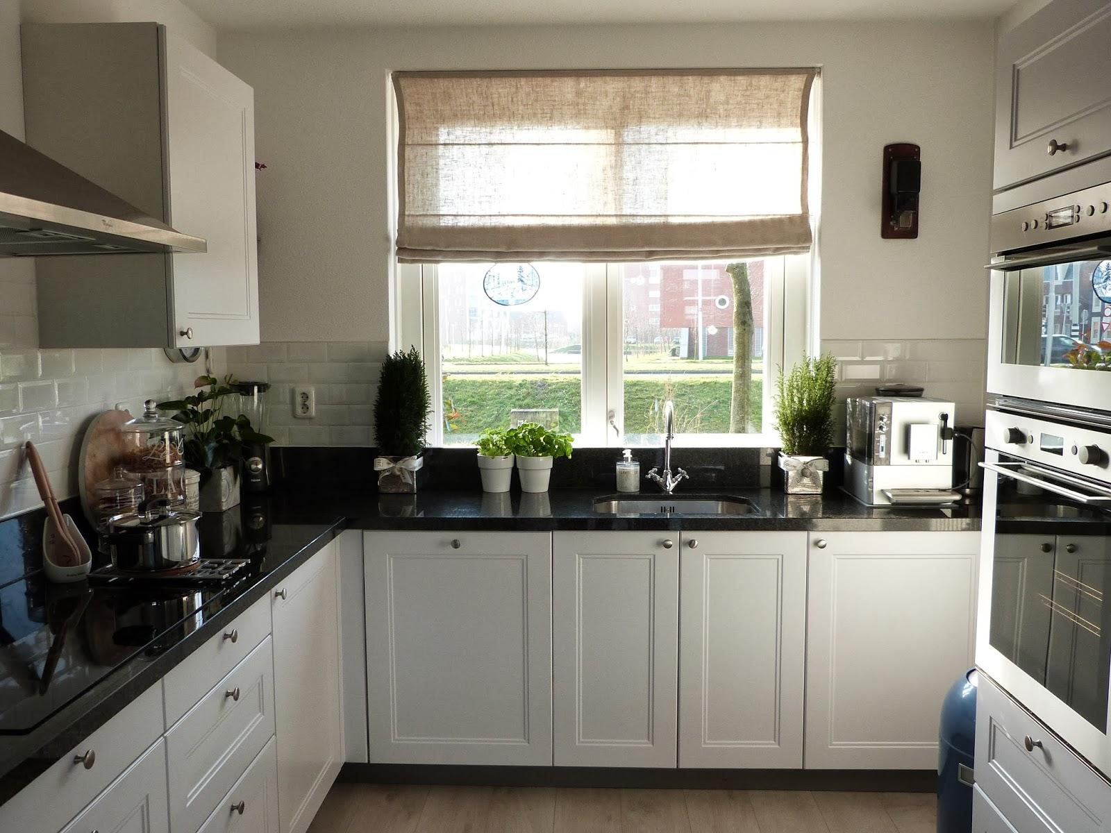 Het brocante schelpenhuisje wandkoffiemolen - Keuken in het oude huis ...