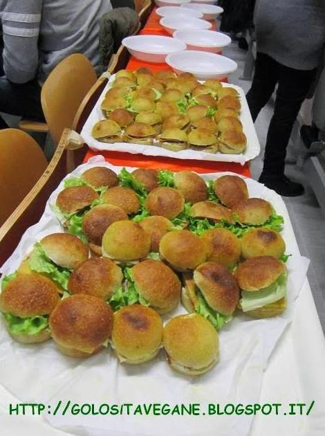 buffet, curcuma, farcitura, farina semi integrale, forno, latte di soia, licoli, lievitati, lievito, pane, Pane Pizza e..., paninetti, panino, ricette vegan, zucchero canna,