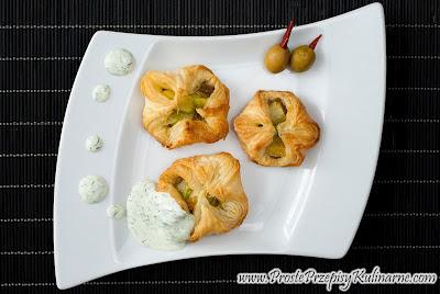 Ciastka francuskie z cukinią i pastą z oliwek
