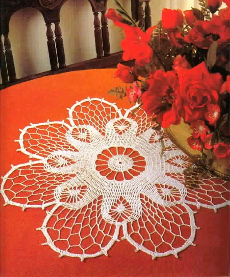 Uncinetto e crochet centro tavola con rosone centrale a - Centro tavolo all uncinetto ...