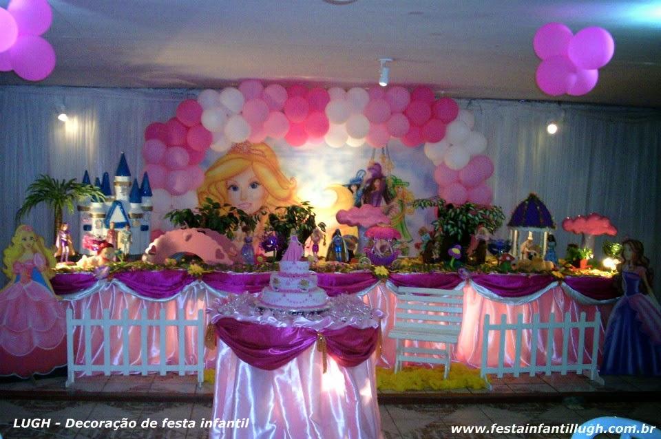 Tema Barbie e as Três Mosqueteiras para festa infantil de meninas.