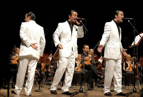 The triptych effects in this photo inadvertently caused the string section lady behind Mike Patton to look like a female Hobbit from the Lord of the Rings movies.
