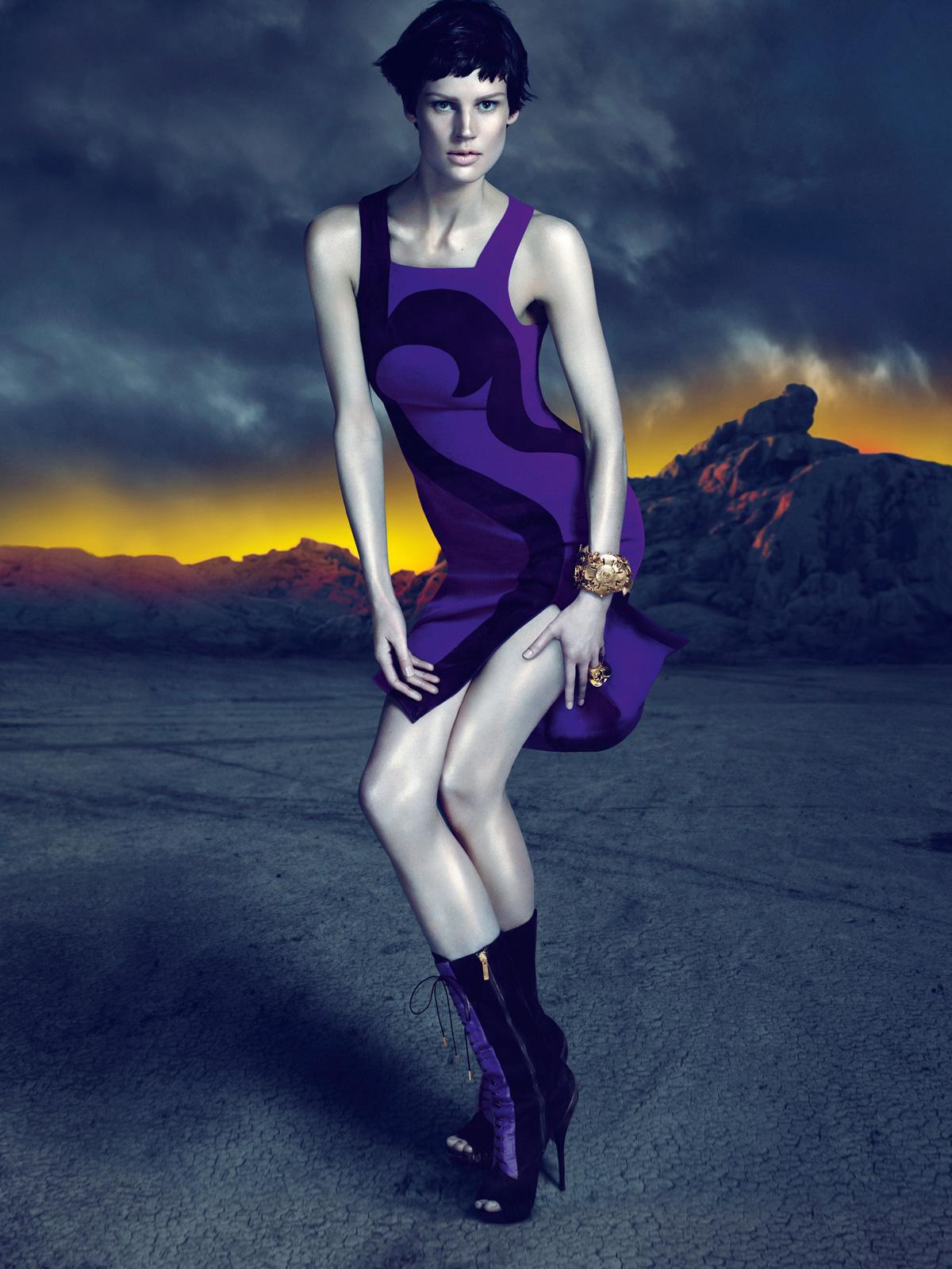 http://3.bp.blogspot.com/-1WUvSemmEws/TkX7UR0IeqI/AAAAAAAAHm0/VuQz1RPDDFM/s1600/Versace+Acessories+%25285%2529.jpg