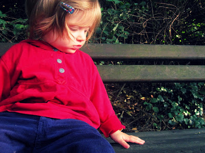 Mein Baby auf einer Bank