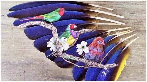 Menakjubkan Lukisan Burung Dilukis Diatas Bulu Burung Itu Sendiri