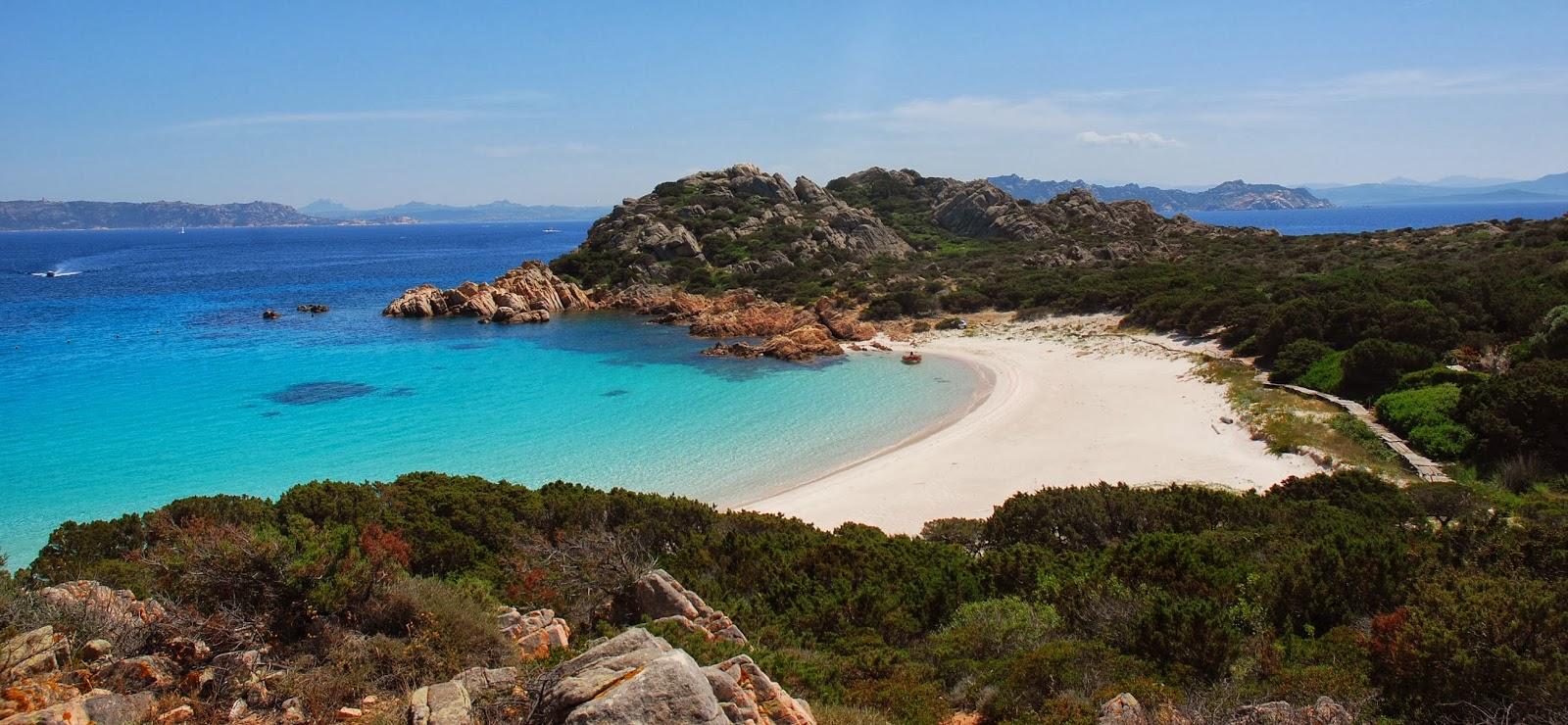 Observemos una de las hermosas playas de Italia.