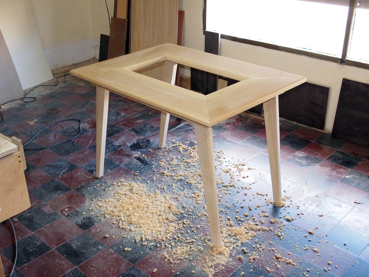 muebles a medida mesa retro en guatambú macizo