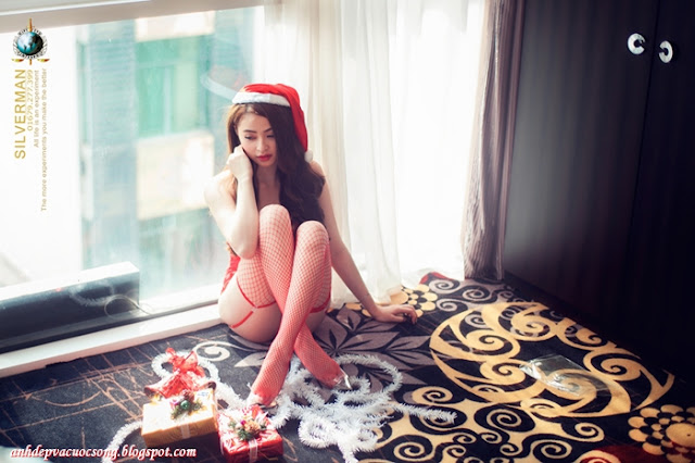 Ảnh hotgirl bikini đỏ mừng giáng sinh