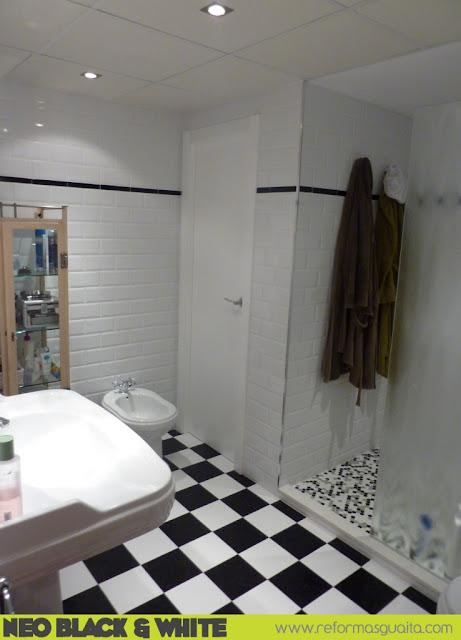 reforma baño blanco negro valencia neoclasico