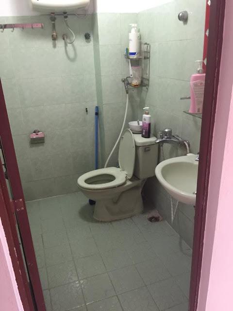 Phòng tắm trong căn nhà thổ cư giá rẻ Hồ Tùng Mậu, Cầu Giấy, HN
