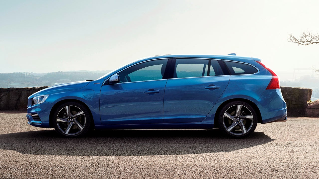 Volvo V60 Plug-In Hybrid R-Design side