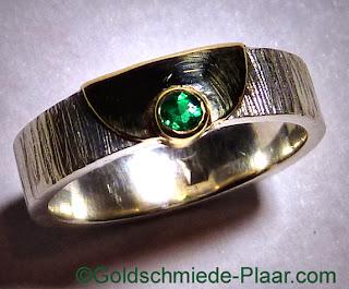 Ring aus Silber mit Gelgold 585/- und Smaragd