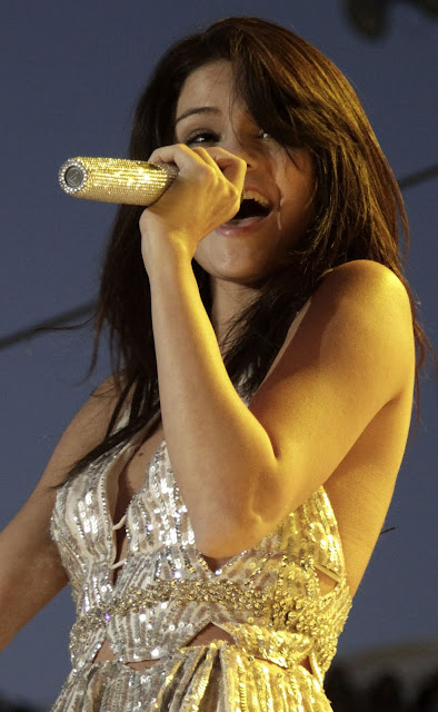 Selena Gomez Performs in Paso Robles