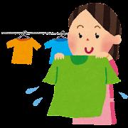 洗濯のイラスト「Tシャツを干すお母さん」