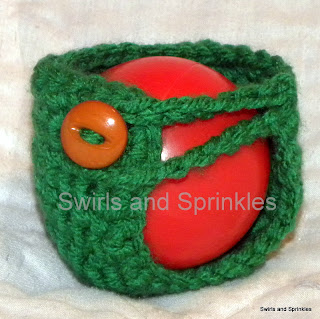 Swirls and Sprinkles: Easy crochet apple Kozie