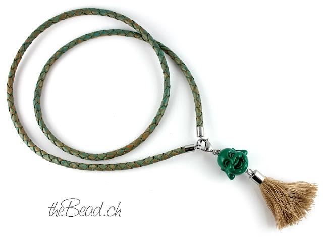 Buddha Halskette mit Quaste, aus geflochtenem Leder