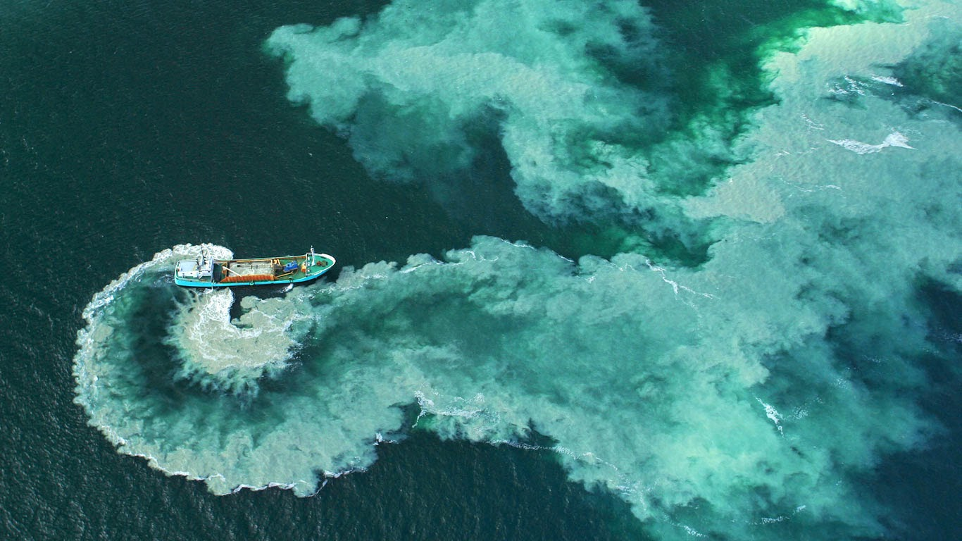 A dredge boat near the Glénan Islands, France (© Andia/Latitude Stock) 64