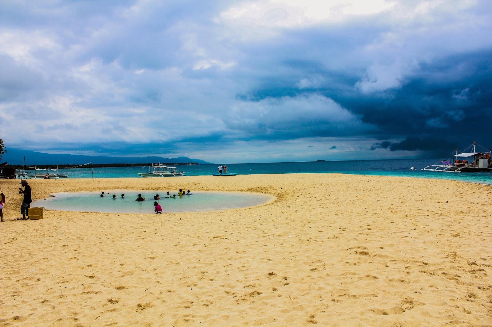Iamkingyolo Things To Do In Moalboal Basdako Beach