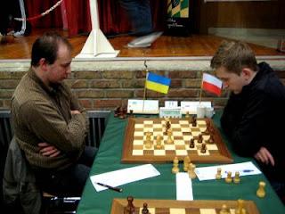Echecs à Cappelle : l'Ukrainien Sharapov face à Grzegorz Gajewski ronde 2 © Chess & Strategy
