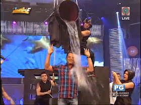 Direk Bobet Vidanes does Ice Bucket Challenge on It's Showtime