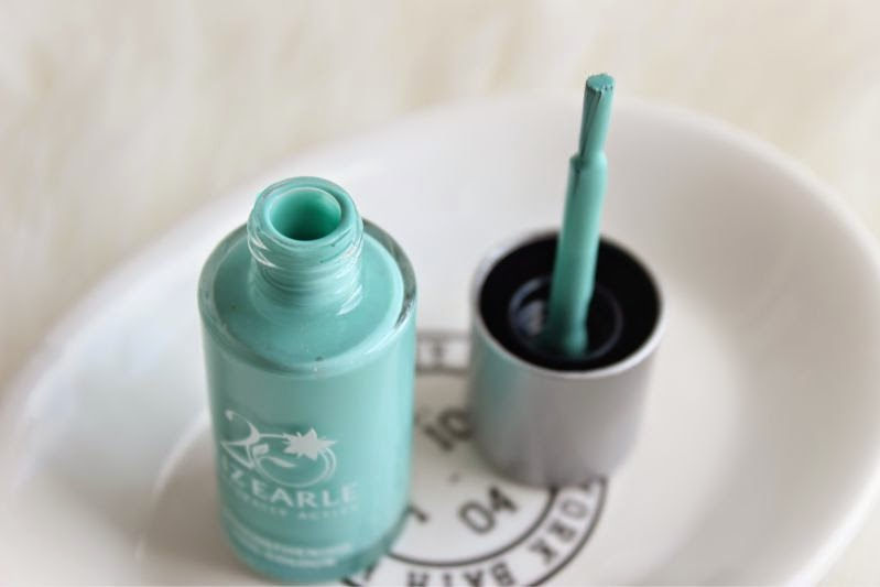 Liz Earle Limited Edition Signature Blue Strengthening Nail Colour