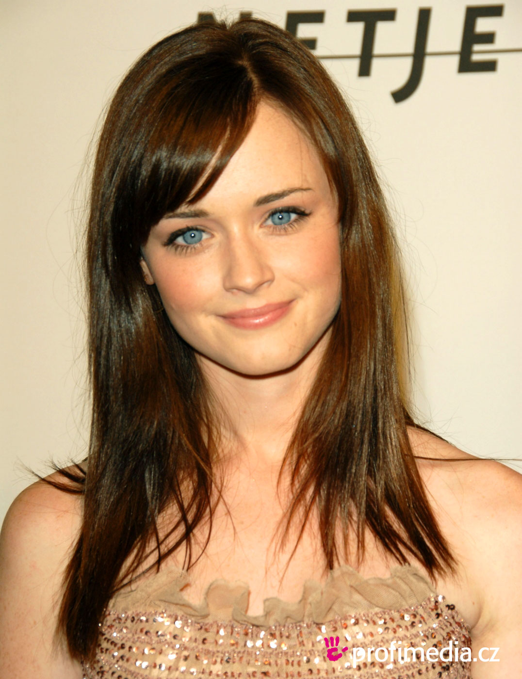 Hair Style Trends Makeup for Virgo Women Alexis Bledel-10