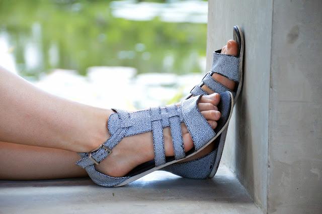 sandals trendy