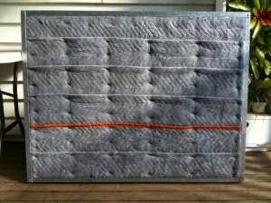 la tela de fieltro armado es por donde las raices se abren paso para llegar al