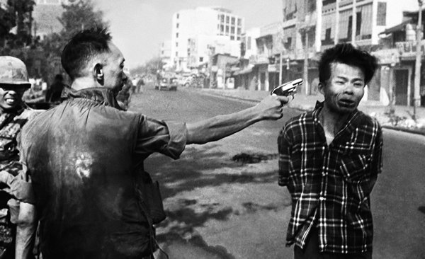 عجائب الدنيا وهل تعلم - مرة أخرى خلال حرب فيتنام، ويظهر بشاعة الحرب والسلوك الوحشي التي عانته الإنسانية.