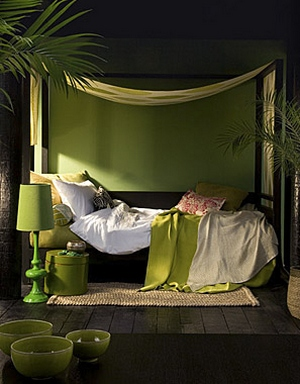 [Relaxing bedroom in palm green tones]