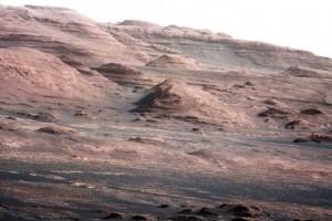 Lapisan pemukaan di dasar Mount Sharp di Planet Mars.
