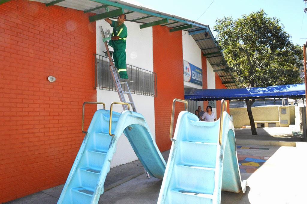 Na Creche Oscar Lobato foi feita a reforma do telhado, troca de calha, pintura geral na parte externa e a ampliação do muro da unidade