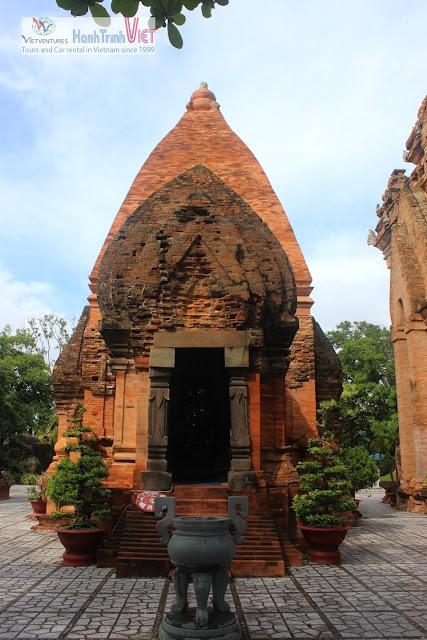 Tham quan Tháp chàm Ponaga ở Nha Trang