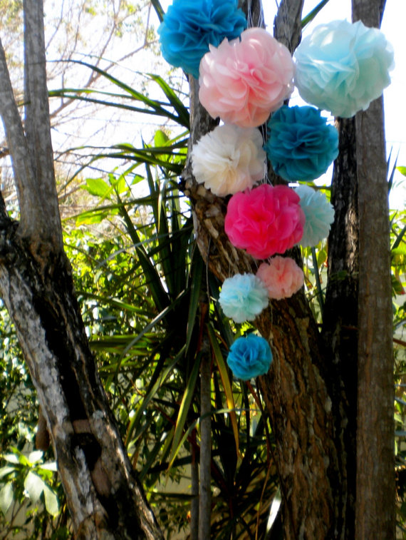 share with you some fun wedding decorations that I have found on etsy